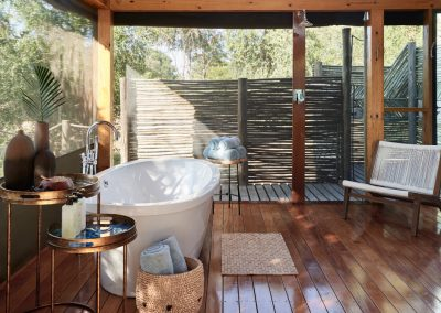Luxury Tented Suite - view of outdoor shower